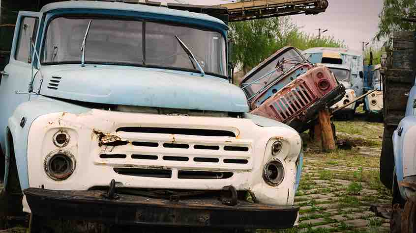 5 junkyard fixes that can save the bank team valvoline weve all been there maybe a loose rock smashes in your windshield on the highway maybe a small mirror crack spreads over time solutioingenieria Gallery
